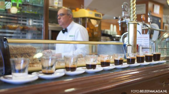 Malaga koffie op de bar in Cafe central